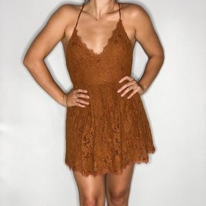LUSH LACE DRESS IN RUST